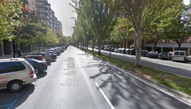 Se sale de la vía en la avenida Sancho el Fuerte y termina sobre un seto