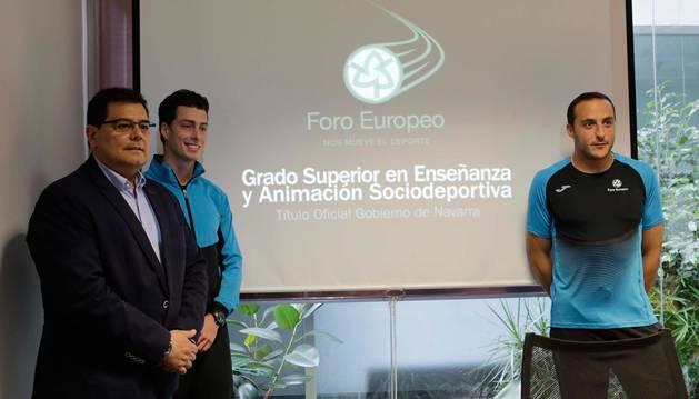 foto de Pedro Baile, Tim Roig y Juan Martínez de Irujo, ayer en la presentación de Foro Europeo.