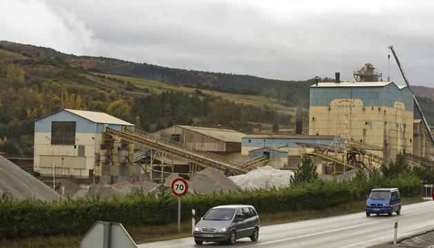 Exterior de la fábrica de Magna en Zubiri.