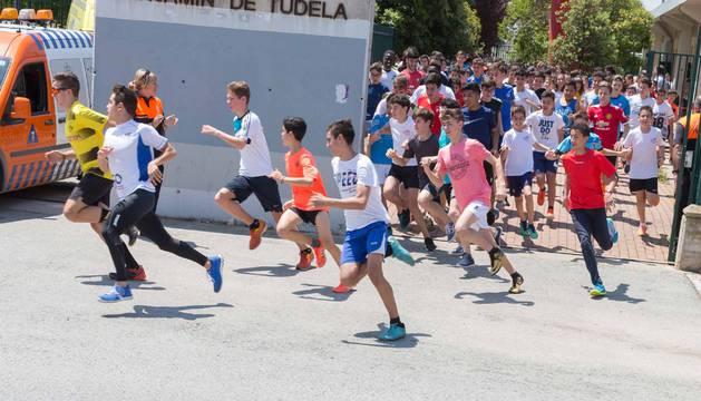 Alumnos del IES Benjamín corren por solidaridad