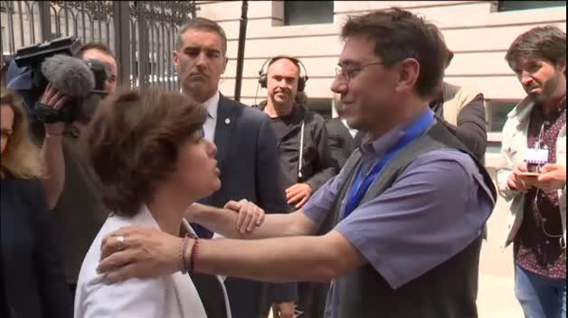 """Monedero anima a Sáenz de Santamaría: """"Me alegro de que os vayáis, pero adelante"""""""