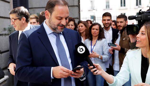 Ábalos dice que el PSOE no ha establecido alianzas con los independentistas