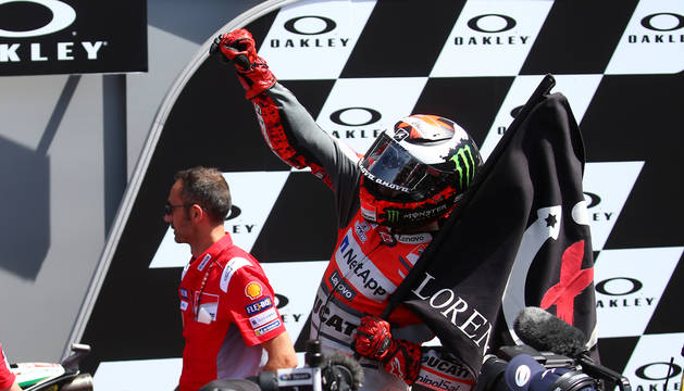 Jorge Lorenzo celebra su triunfo.