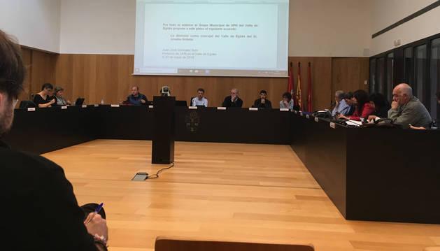 Un momento de la sesión de pleno celebrada ayer en el Valle de Egüés.