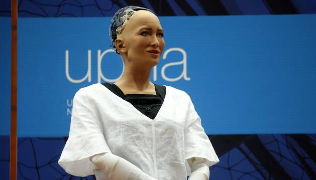 Foto de Sophia, la robot humanoide más avanzada del mundo, en la UPNA.