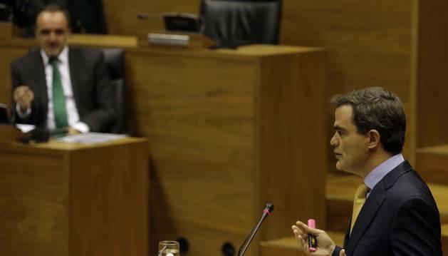 Guzmán Garmendia, en el Parlamento de Navarra