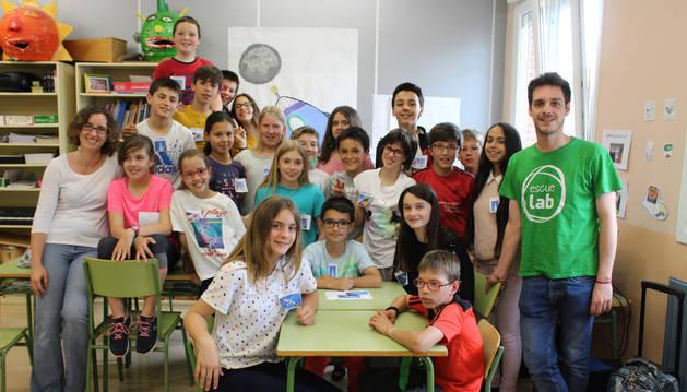 Los alumnos de 5º y 6º de Pimaria del CP San Veremundo de Villatuerta con los expertos.