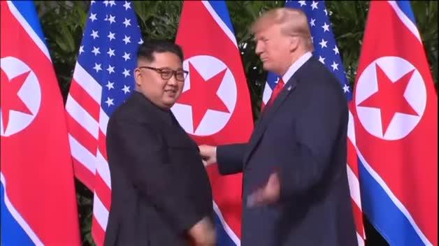 La cumbre de Singapur transcurre con tranquilidad y sonrisas de ambos mandatarios