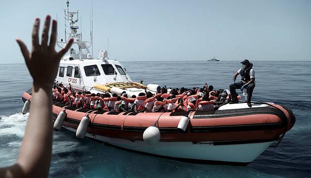 Parte de los inmigrantes rescatados por el Aquarius.