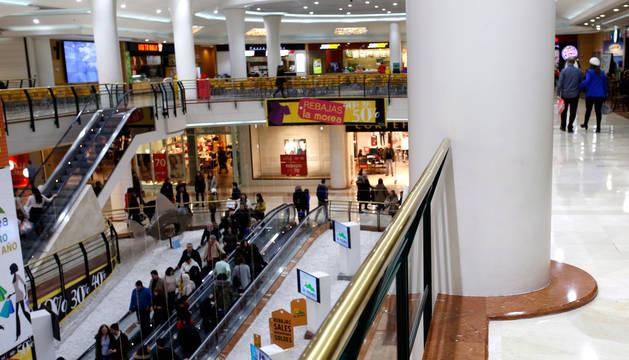 Interior del centro comercial La Morea.