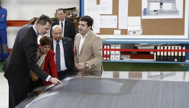 Felipe Vi en su visita a la empresa MTorres.