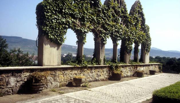 Vista antigua de la terraza del Museo de Navarra.