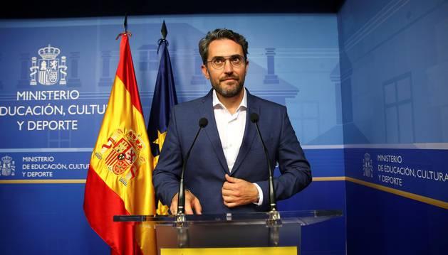 El ministro de Cultura, Máxim Huerta, anuncia su dimisión durante su comparecencia en la sede del ministerio