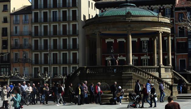 Más de 70 establecimientos del Casco Antiguo de Pamplona participarán en la exposición fotográfica.