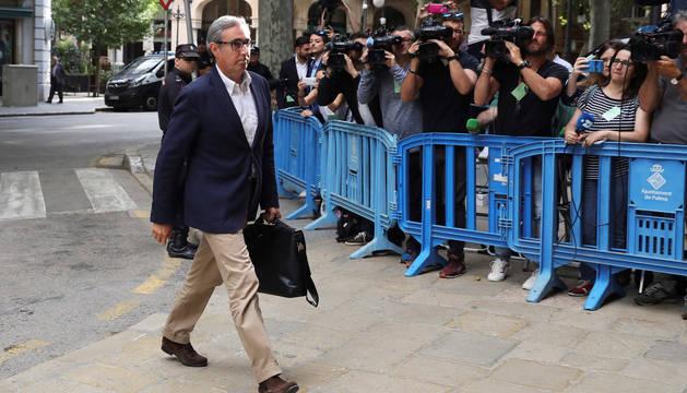 El socio de Iñaki Urdangarin, Diego Torres, ha llegado hoy a las 09:01 horas a la Audiencia de Palma para que el tribunal del caso Nóos le comunique la orden de ingreso en prisión para cumplir la condena de 5 años y 8 meses menos un día por corrupción que le impuso ayer el Supremo.