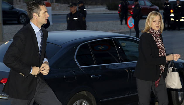 Iñaki Urdangarin y su esposa, la infanta Cristina, el 11 de enero de 2016 a su llegada a la Audiencia de Palma por el juicio del Caso Nóos.