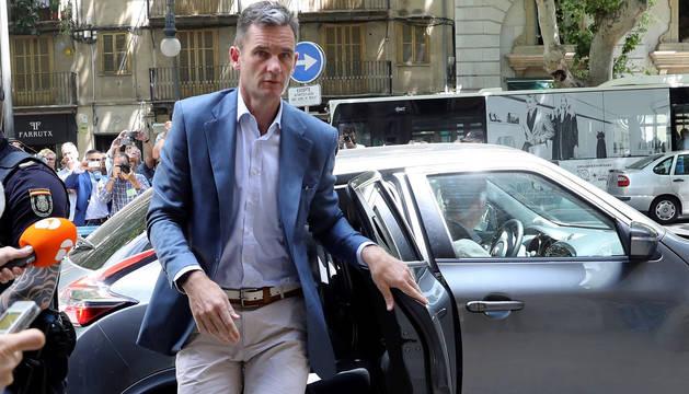 Urdangarín, a su llegada a la Audiencia de Palma.