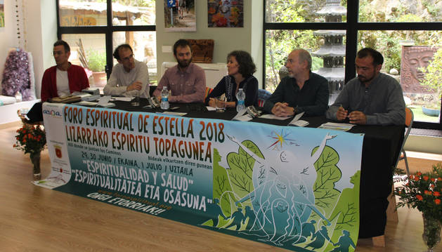 Pablo Etayo; Koldo Aldai; el alcalde Koldo Leoz; Amaia Estomba, Che González, director general de Paz, Convivencia y Derechos Humanos; y Arturo Vinuesa.
