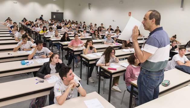Alumnos se examinan de la EvAU en Tudela.