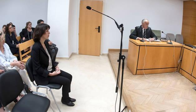Juana Rivas en la sala del Juzgado de lo Penal 1 de Granada, donde estaba previsto su enjuiciamiento por dos delitos de sustracción de menores.