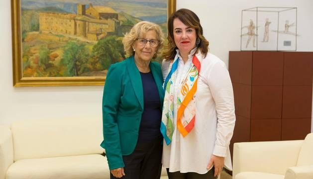 Carmena y Aznárez, este jueves, en el Parlamento de Navarra