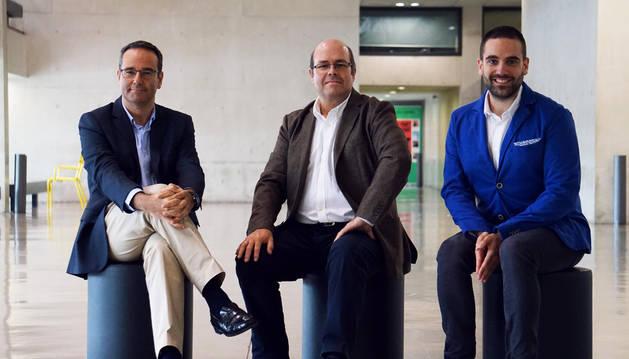 De izquierda a derecha: Alfonso Vara-Miguel, Avelino Amoedo y Samuel Negredo, editores del informe.