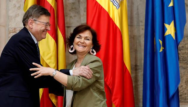 La vicepresidenta del Gobierno, Carmen Calvo, y el president de la Generalitat Valenciana, Ximo Puig, durante la reunión de trabajo para coordinar la llegada al puerto de València de los inmigrantes del buque Aquarius