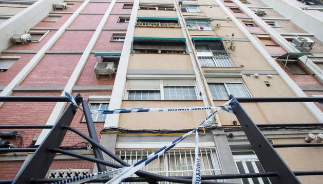 Un hombre ha fallecido en Cornellà de Llobregat (Barcelona) después de saltar por la ventana de su vivienda