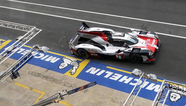 Alonso sale líder de su primer relevo en Le Mans