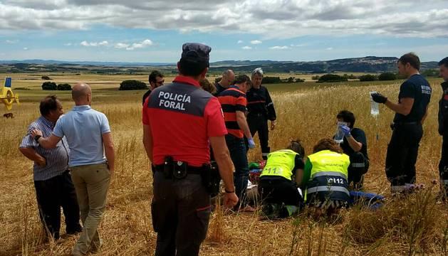 Efectivos sanitarios y Policía Foral han asistido y evacuado al pastor.