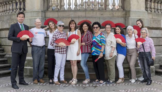 Desde la izda.: Miguel Bados (Corte Inglés), Aurelio Pagola (FVF), Beatriz López (Olentzero), Isabel Lima (Olentzero), Marián García (FVF), Amaya Villanueva (asociación Comerciantes del Ensanche), Amparo Beaumont (Bolero), Loli González (FVF), Susana Mendívil (FVF), Juana Zubicoa (FVF), Nerea Casares (FVF) y Elena Figuerido (FVF).