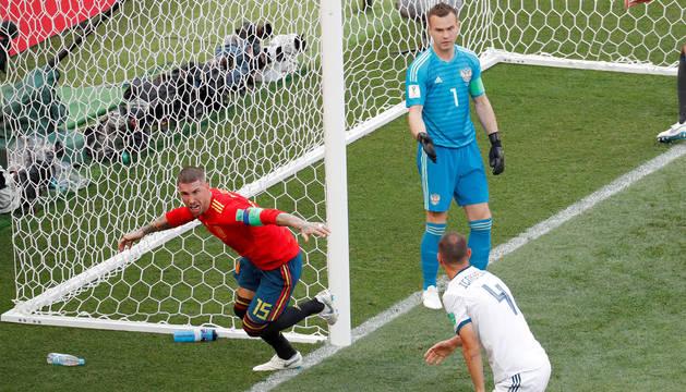 foto de Sergio Ramos celebrando el gol de España ante Rusia.