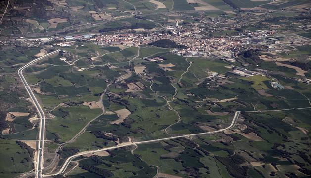 Tafalla El Canal de Navarra se bifurca (2) antes de llegar a Tafalla (1) y prosigue rumbo al sur. El ramal derecho conduce a Peralta y el izquierdo a Pitillas, donde finaliza el trazado actual.