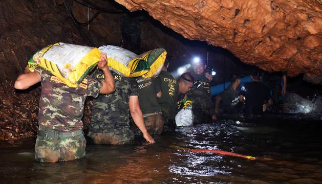 El rescate de los menores atrapados en Tailandia puede durar meses