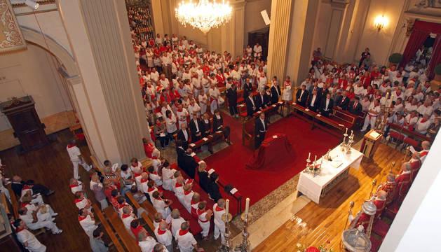 Celebración de una misa en la capilla de San Fermín
