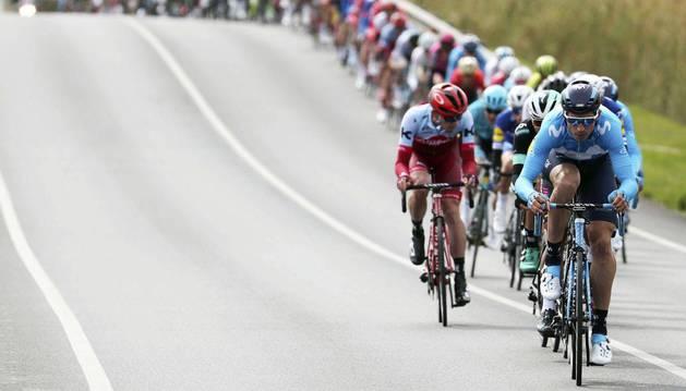 Imanol Erviti tira del pelotón en la última Vuelta a Cataluña.