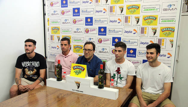 De izda. a dcha., López, Valencia, Miranda, Arellano y Navarro.