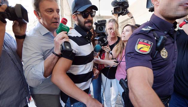 Antonio Manuel Guerrero, a su llegada a la Audiencia de Sevilla.