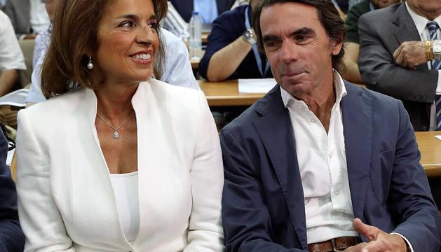 El expresidente del gobierno, José María Aznar, junto a su mujer Ana Botella.