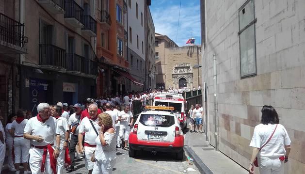 Cruz Roja atiende a una persona en la Cuesta de Santo Domingo