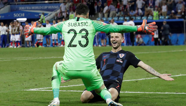 Rakitic y Súbasic celebran el pase a semifinales