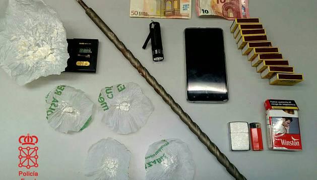 Droga y resto del material confiscado
