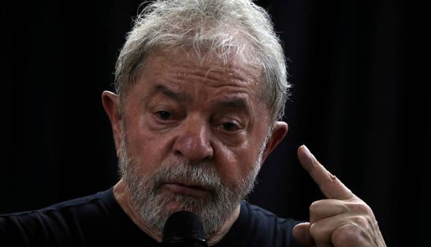 El expresidente brasileño Lula Da Silva se dirige a sus simpatizantes el pasado marzo.