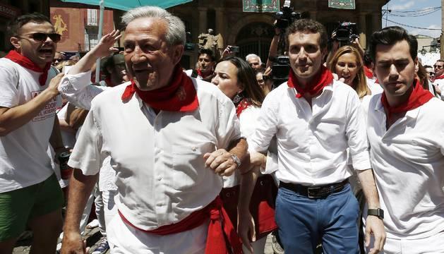 La candidatura de Santamaría defiende a Casado tras ser increpado en Pamplona