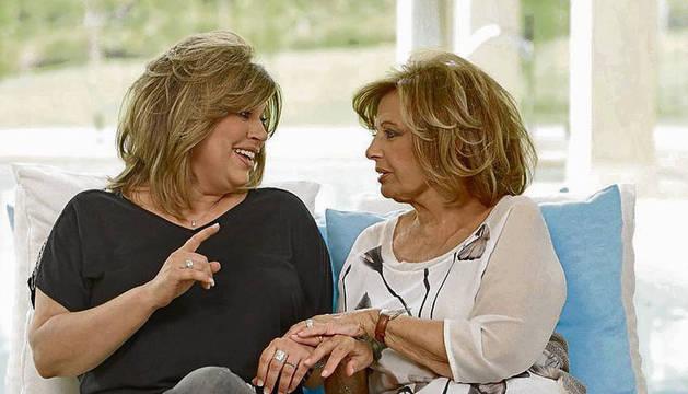 Terelu (i), junto a su madre, María Teresa Campos.