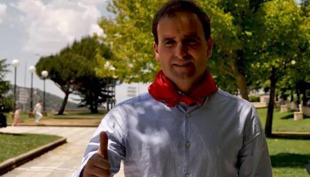 Jagoba Arrasate, entrenador de Osasuna, con un pañuelo de San Fermín.