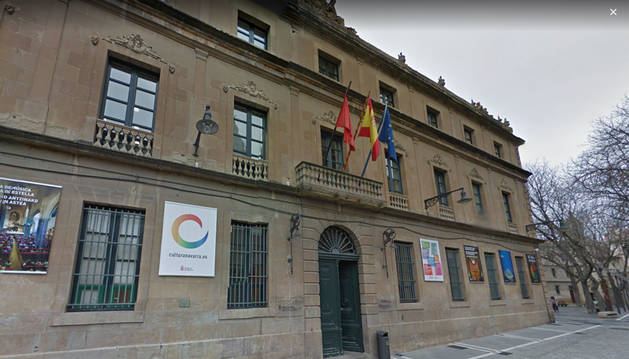 Imagen de la fachada del edificio de la calle Navarrería donde se encuentra la Dirección General de Cultura-Institución Príncipe de Viana.