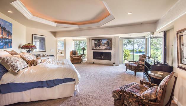 La mansión de lujo que la diva de Hollywood Elizabeth Taylor y su marido de entonces Michael Wilding compraron en 1954 en Beverly Hills está ahora a la venta por 16 millones de dólares.