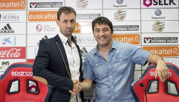 Santi Castilejo junto a Braulio Vázquez en rueda de prensa