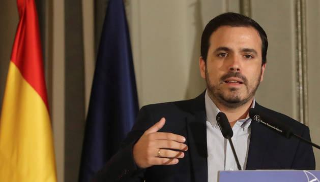 El coordinador general de IU, Alberto Garzón, antes de participar en un desayuno informativo del Fórum Europa celebrado este viernes.